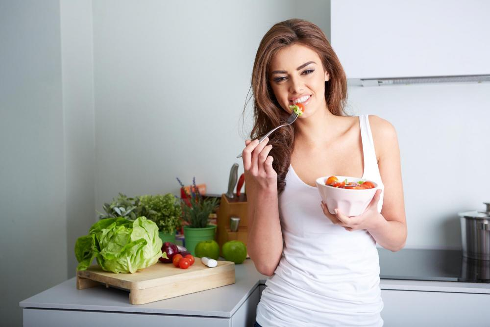 Woman eating a salad after nutritional counseling.