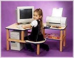 girl_at_computer_desk.jpg