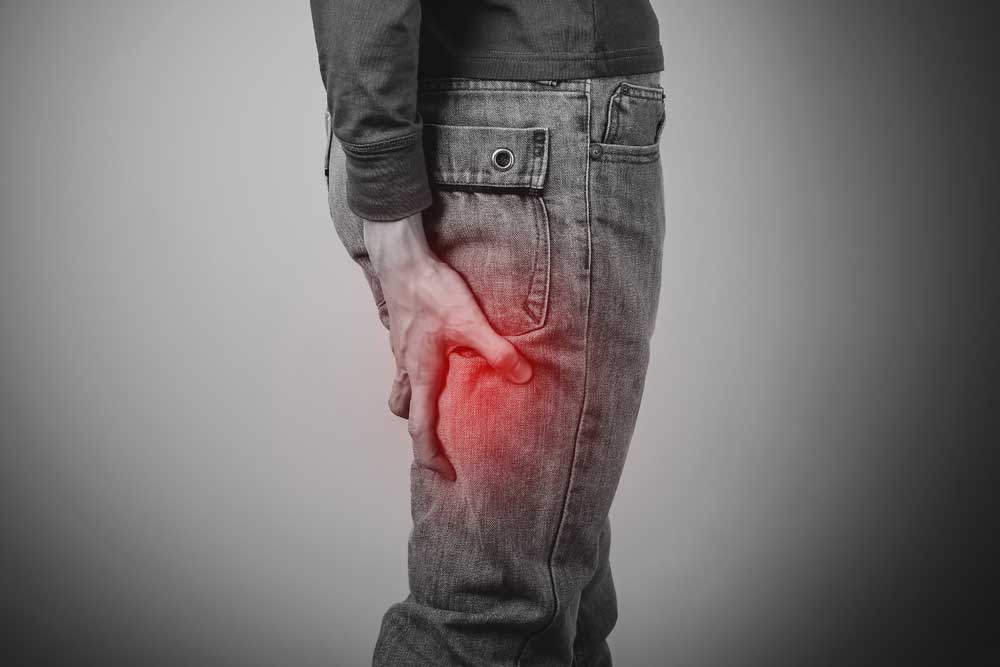 man  with sciatica pain in leg